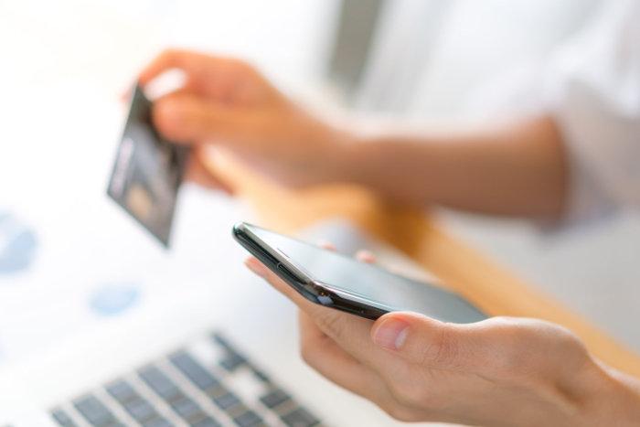 Rosnące długi a pożyczki przez internet